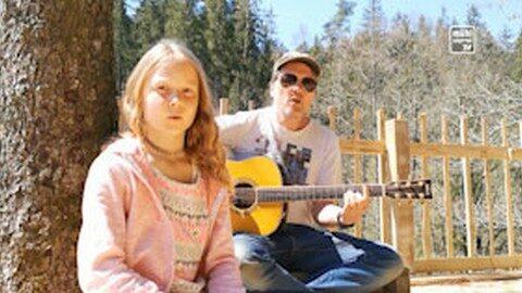 """Lied: """"Ich bleib hier"""" von Edi Jenner-Braunschmied mit Kinder"""