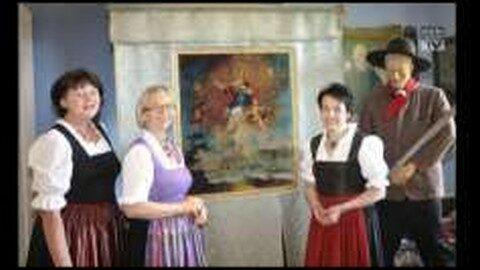 Restaurierte Fahne der Mauthausner Schiffsleut  wieder im Heimatmuseum Schloss Pragstein zu bewundern