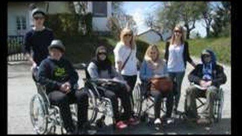 Jugendliche testen Barrierefreiheit in Pregarten und Umgebung