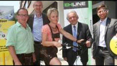 LH Pühringer übergibt e-Bike an glückliche Gewinnerin aus St. Leonhard bei Freistadt