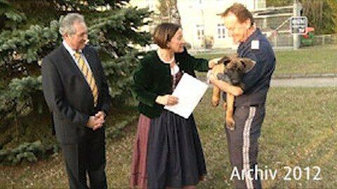 Rückblick: Prominente Patenschaft für Polizeihund in Bad Kreuzen – Archiv 2012