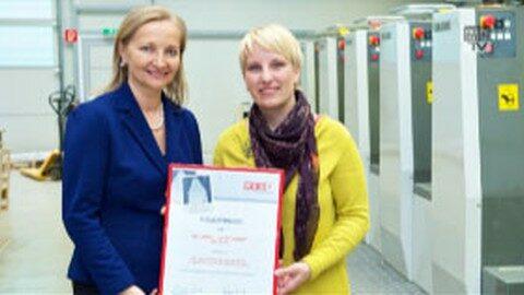 Tanja Neudorfhofer aus Grein wurde zur Unternehmerin des Monats Mai ausgezeichnet