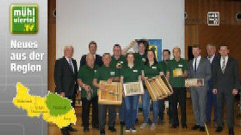 """Erfolgreiche """"Raiffeisen-Bienen"""" in Grünbach"""