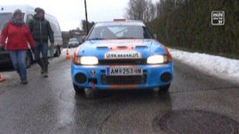 Lehrlinge von Wimbergerhaus fahren mit Rallyeauto mit